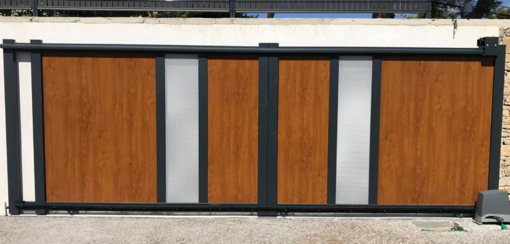 Portail aluminium coulissant imitation bois